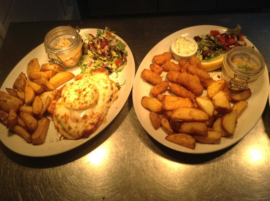 Valentine's Restaurant: Specials Hawaiian gammon and whole tail scampi