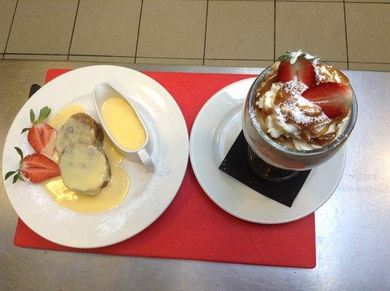 Valentine's Restaurant: Homemade desserts