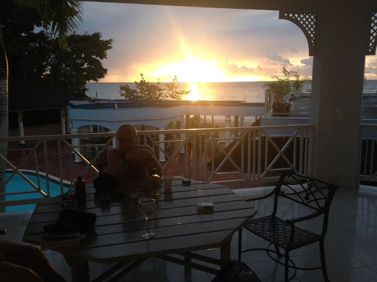 Beachcomber Club : Sunset, view from our balcony