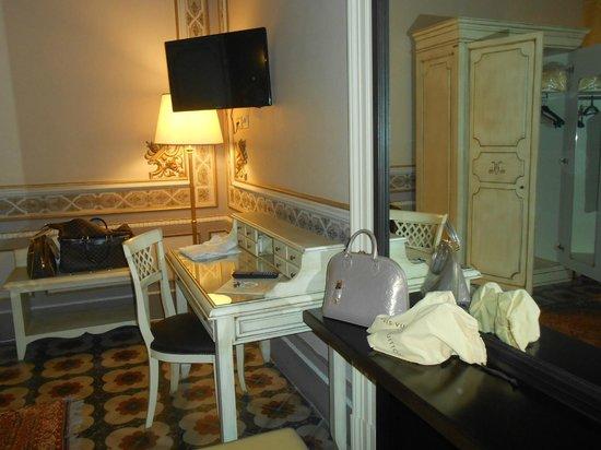 Manganelli Palace Hotel: angolo scrittoio