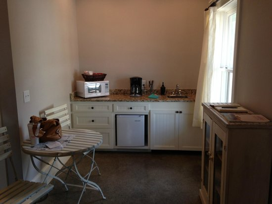 Hoffman Haus: Kitchenette in Ada's Cottage