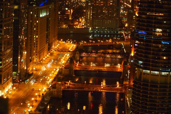 Club Quarters Hotel, Wacker at Michigan: Nightime