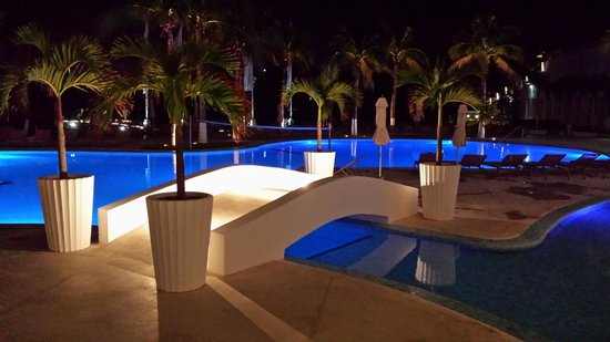Le Blanc Spa Resort: Nighttime by the pool