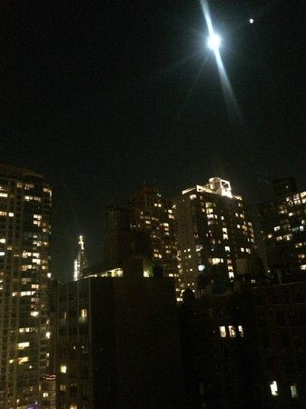 Hotel Indigo New York City, Chelsea: Moon Over Manhattan