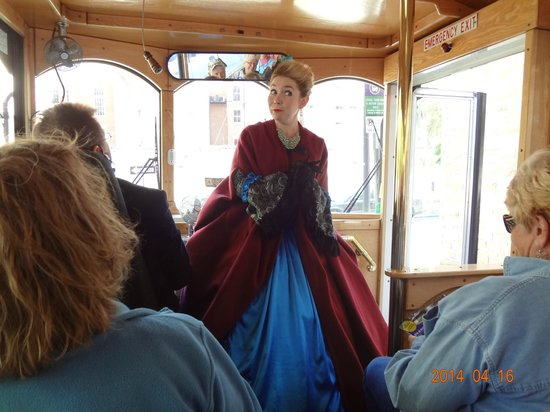 Old Savannah Tours: Lady depicting an early resident of Savannah