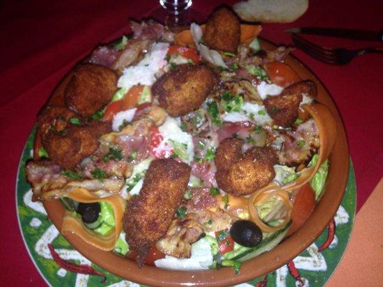 Casa bonita : Salade de poulet frit (la salade est en dessous !!)