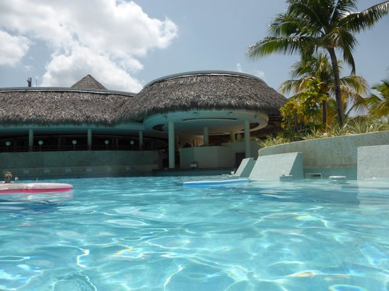 Meliá Caribe Tropical: The Level/Gabi family pool with swim up refreshment centre!