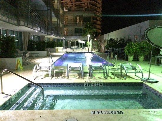 Z Ocean Hotel South Beach : Hotel pool by night
