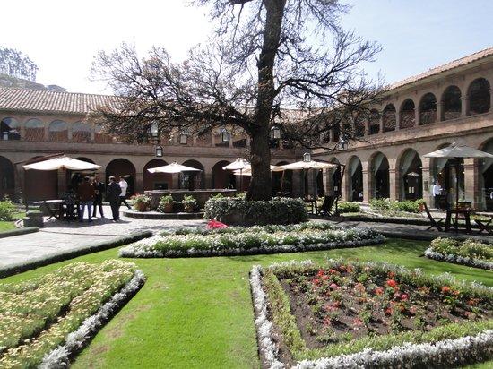 Belmond Hotel Monasterio : courtyard