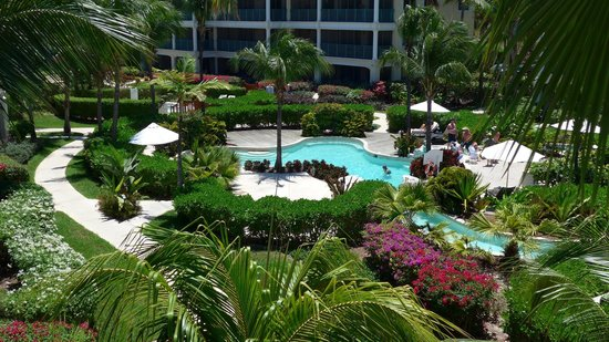 The Sands at Grace Bay: The lazy river in the central court