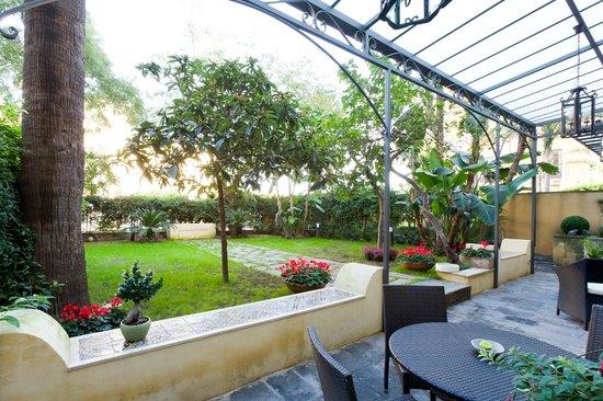 B b il giardino di piazza falcone catania sicilia for Torrisi arredi giardino catania