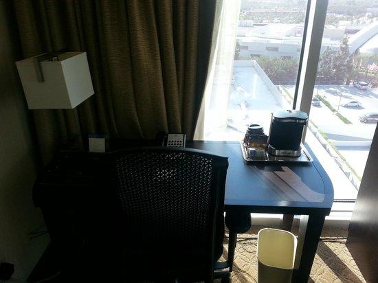 Hilton Anaheim: Work area