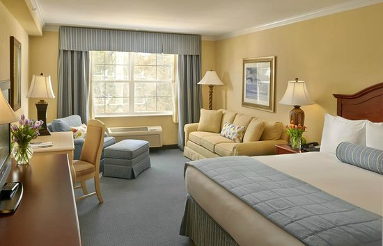 Hotel Rehoboth : Deluxe King adjoining Q/Q Lake Avenue