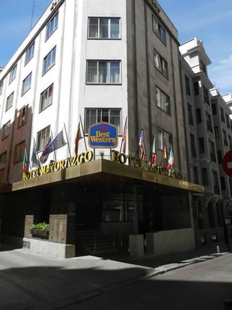 Hotel Mayorazgo: Hotel  from a side street Facing Gran Via