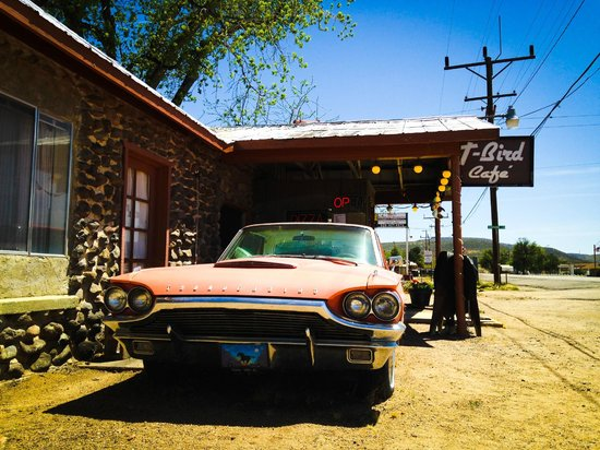 Peeples Valley, AZ: Outside the T-bird Cafe