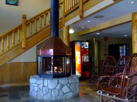 Yukon Inn: Hotel Lobby