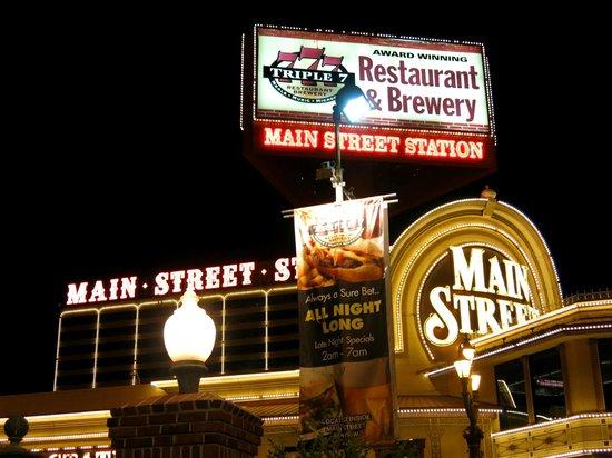 Main Street Station Hotel & Casino: At night