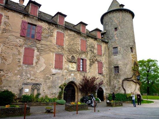 Les Chambres d'Hotes du Chateau: le coté entrée