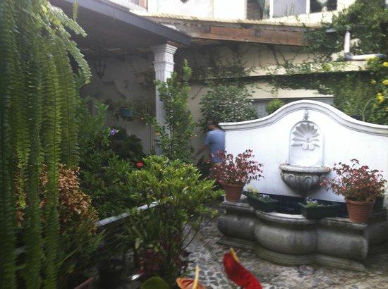 Posada La Merced Antigua: Courtyard