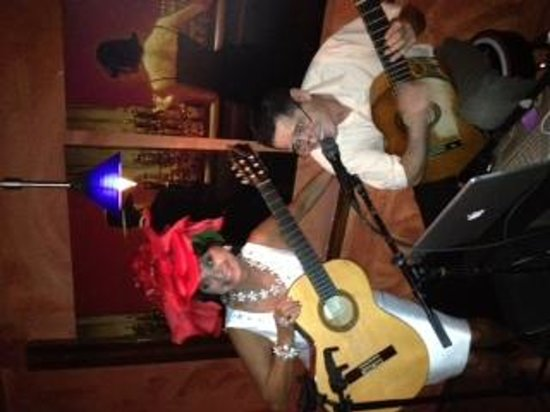 Pearl Restaurant: Having fun with the Guitar Player, Yoban at The Pearl, May 3, 2014