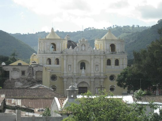 Posada La Merced Antigua: View from the roof