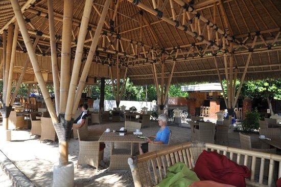 Vamana Resort: Breakfast next to the beach