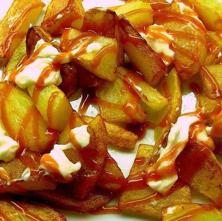 Vinup Delicatessen: Patatas bravas frescas.