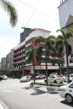 Eurotel Araneta: looking over from the Plaza