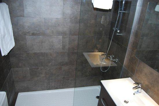 Hotel la Masia del Cadet: baño
