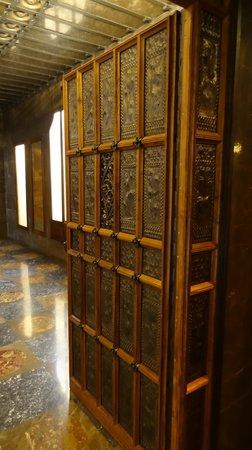 Palau Güell: beautiful door