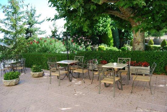 Hotel la Masia del Cadet: terraza exterior