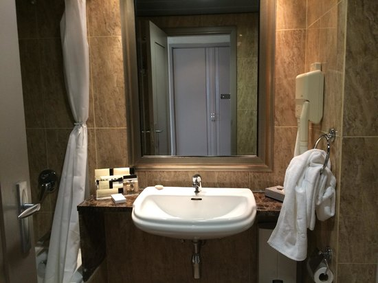 Hotel Avenida: Bathroom