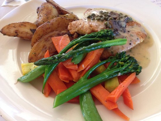 Rancho Cielo: Chicken burre blanc with fresh veggies. Yummy!!