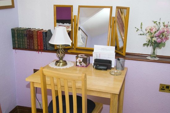 Beech Hill House: Dressing table/work area in Room 1