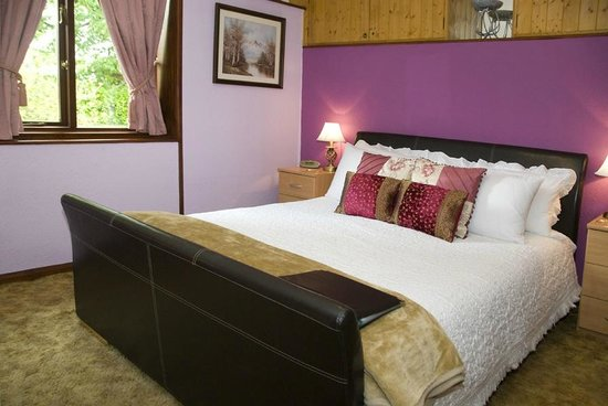 Beech Hill House: King-size bed in Room 1