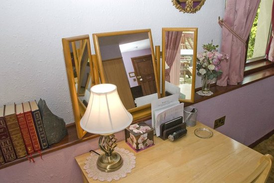 Beech Hill House: Dressing table/ work area in Room 1