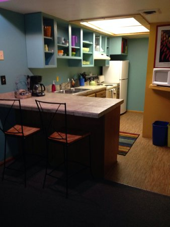 Kokopelli Lodgings : Kitchen, breakfast bar