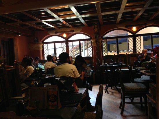 El Indio Feliz Restaurant Bistro: Mesas de arriba