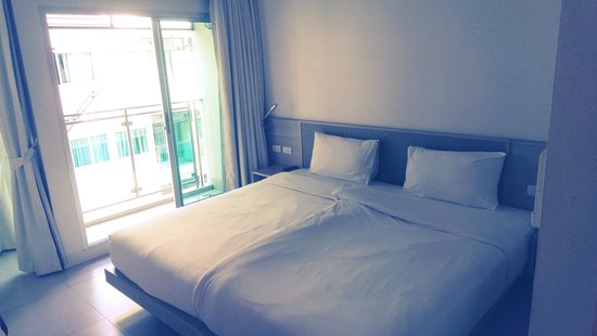 Sunshine Hotel & Residences: Room
