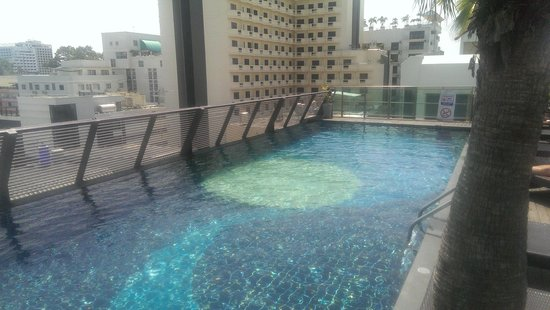 Sunshine Hotel & Residences : Roof top Pool