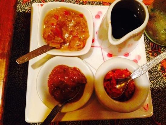 Indonesia Restaurant: Sambals en ketjap