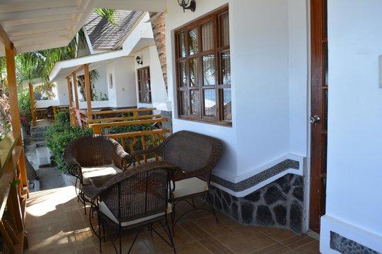 Blue Coral Beach Resort: Beachside room veranda