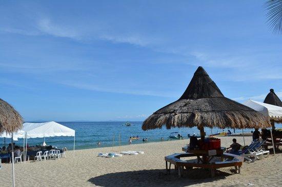 Blue Coral Beach Resort: Beach