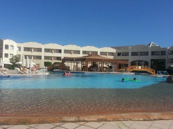 Sharm El Sheikh Marriott Resort : Mountainside pool...