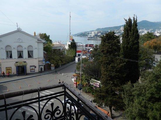 Crimea Hotel: вид с балкона номера 301