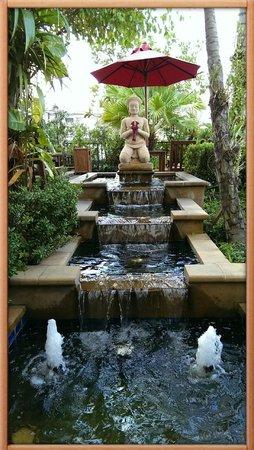 Boulevard Hotel Bangkok : Pool area