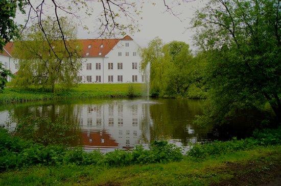 Scandic Bygholm Park: Dejlige omgivelser i parken ved hotellet som ses på billedet.