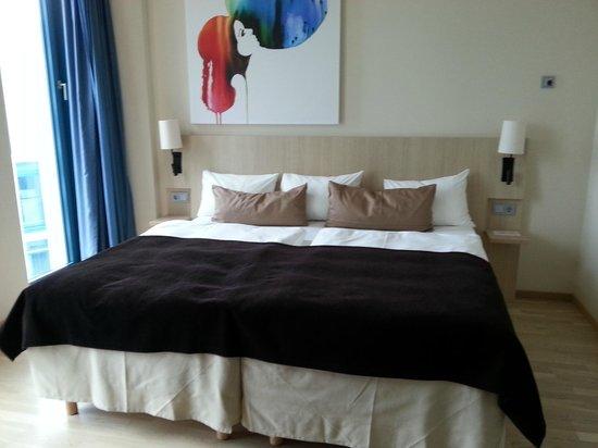 Scandic Hamburg Emporio: bed room