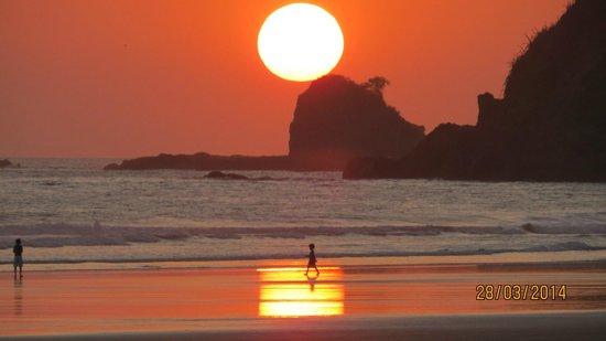 Cristal Azul: Sunset stroll on Playa San Miguel