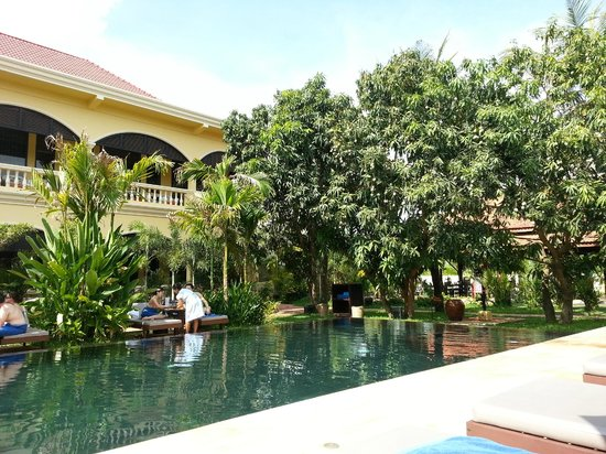 Pavillon d'Orient Boutique-Hotel: Big pool and mango tree